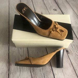 NWT Anne Klein sport suede shoes